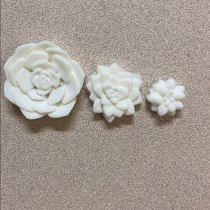 Flower shaped bonfire wax melts